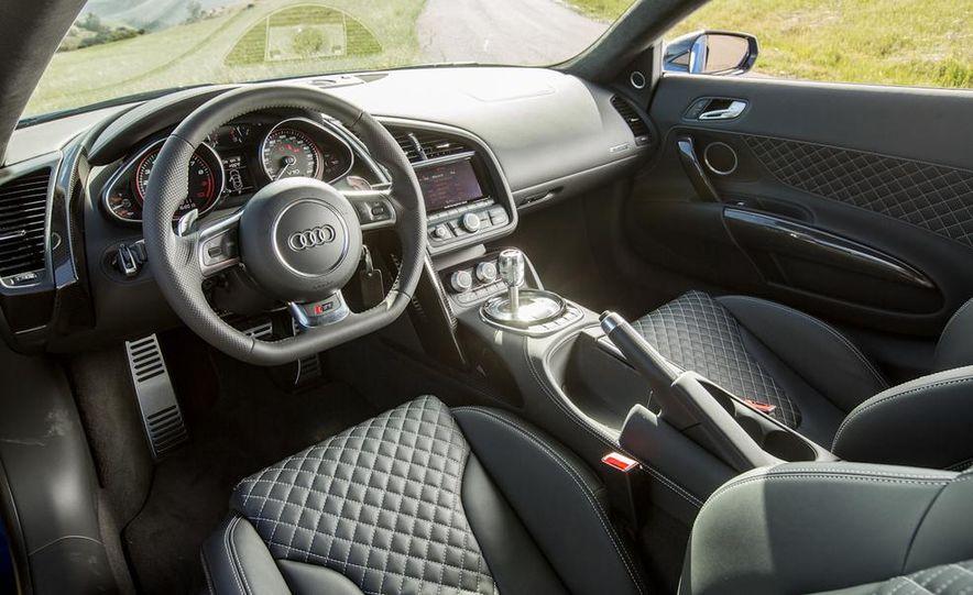 2014 Audi R8 V-10 Plus - Slide 21