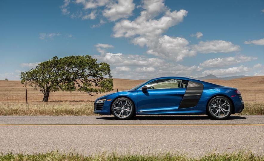 2014 Audi R8 V-10 Plus - Slide 8