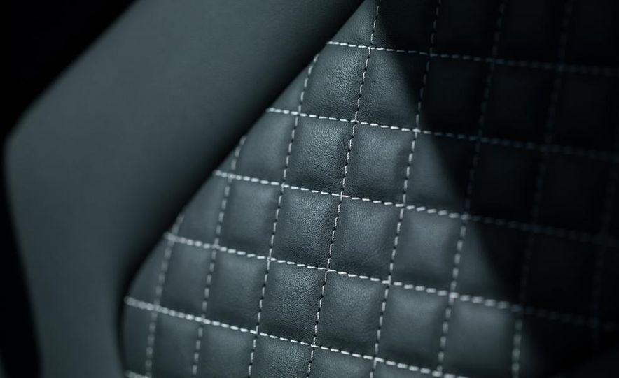 2014 Audi R8 V-10 Plus - Slide 30