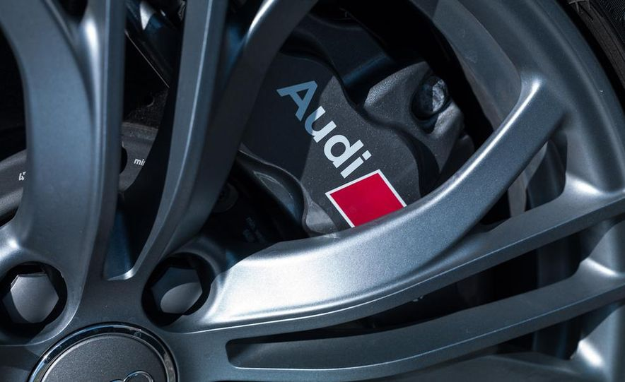 2014 Audi R8 V-10 Plus - Slide 15