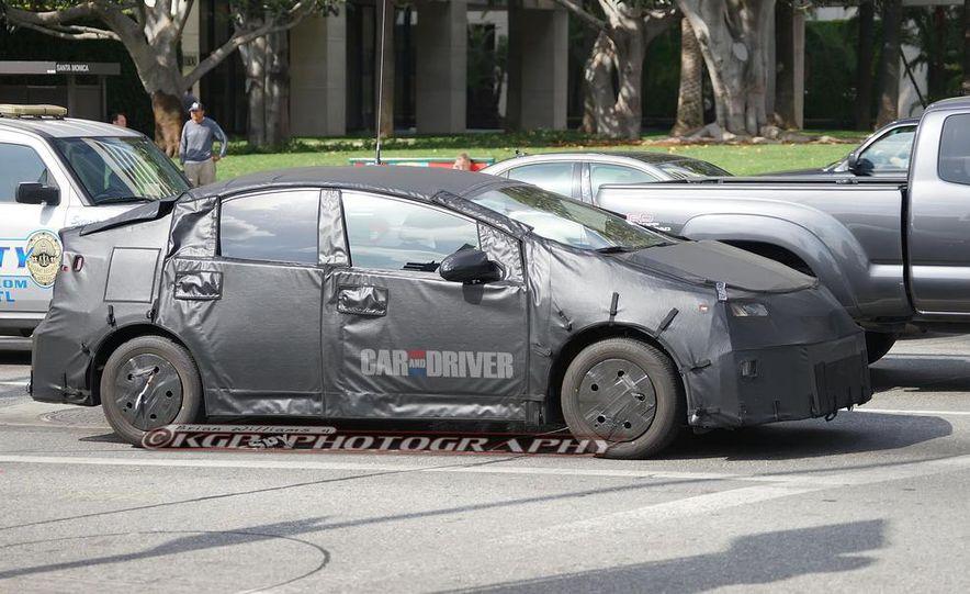 2015 Toyota Prius (spy photo) - Slide 3