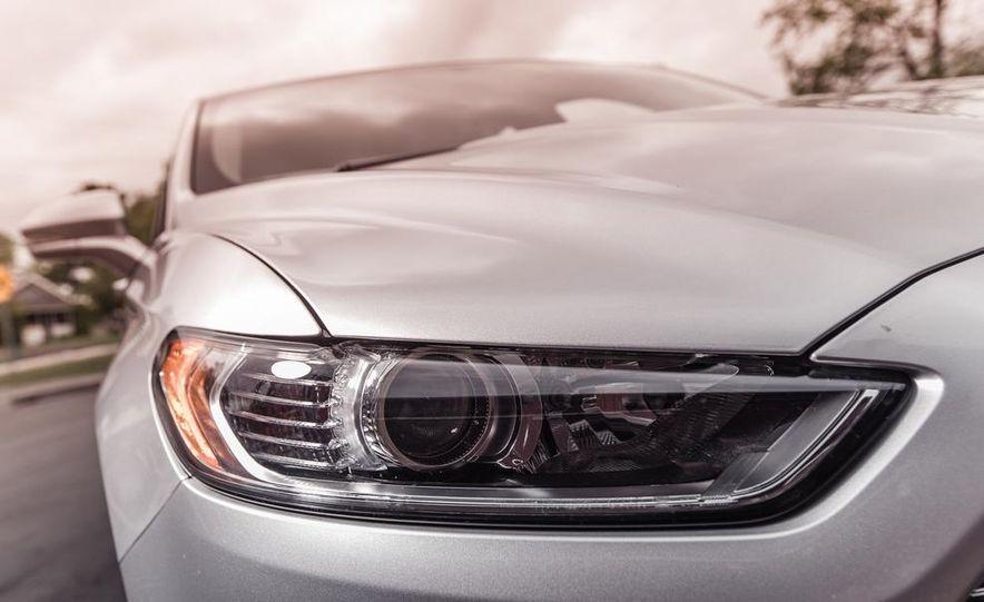 2013 Ford Fusion SE - Slide 12