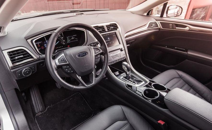 2013 Ford Fusion SE - Slide 16