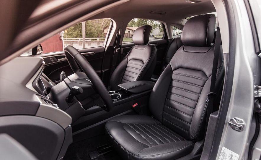 2013 Ford Fusion SE - Slide 17