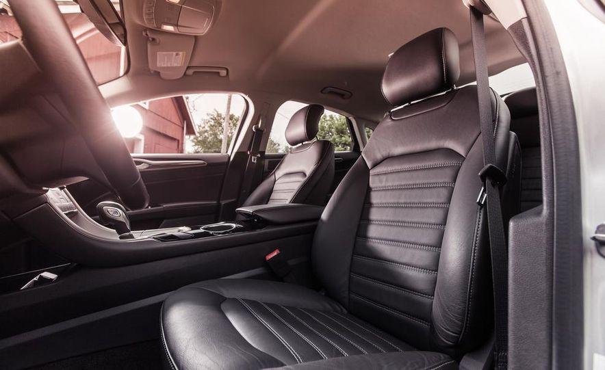 2013 Ford Fusion SE - Slide 18