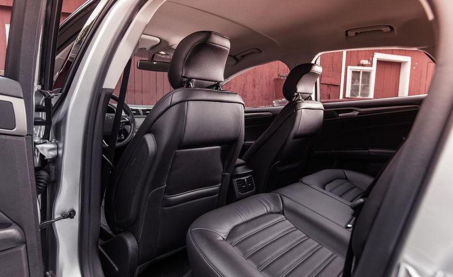 2013 Ford Fusion SE - Slide 19