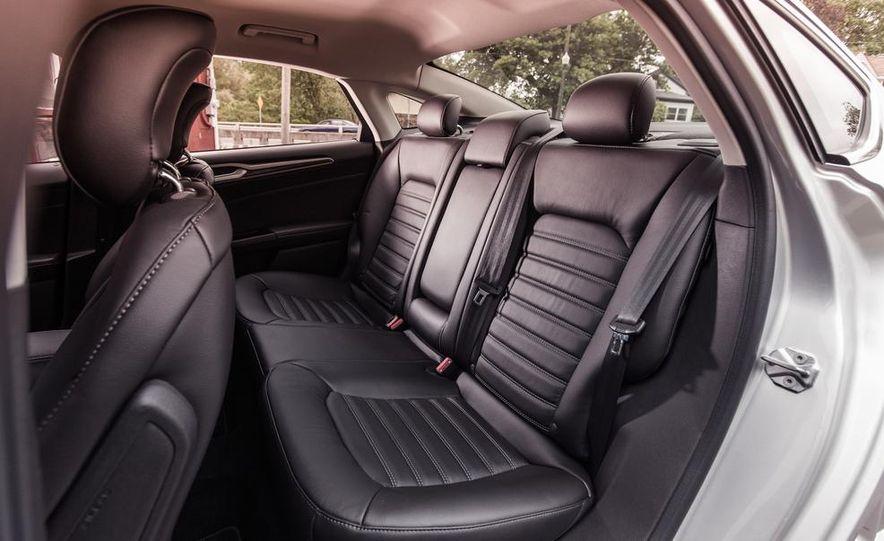 2013 Ford Fusion SE - Slide 20
