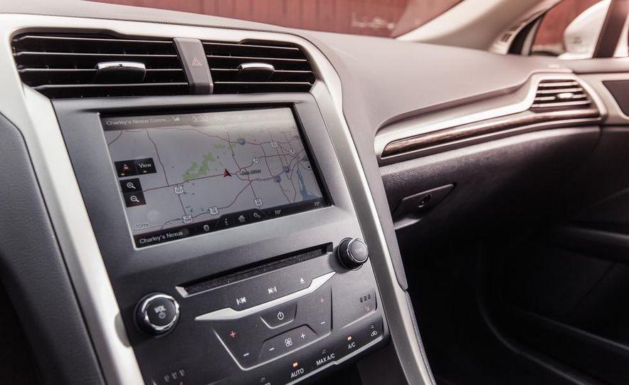 2013 Ford Fusion SE - Slide 24