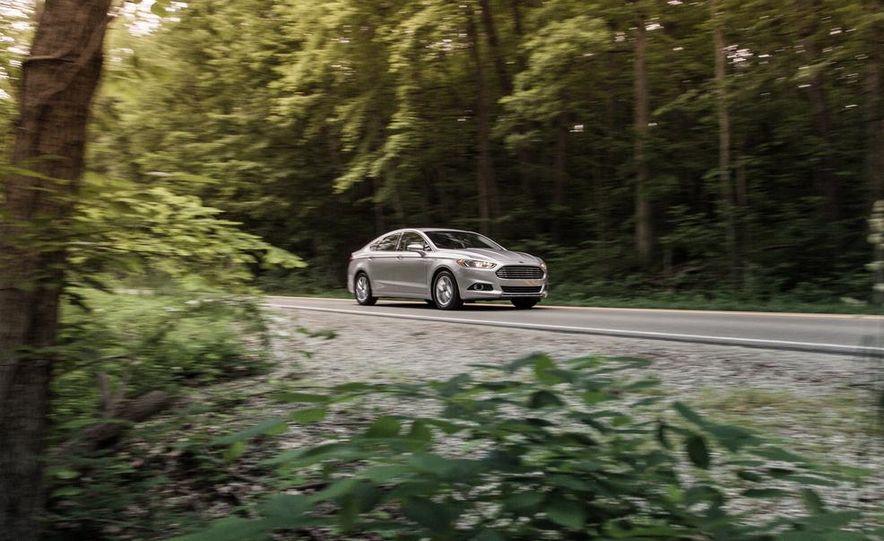 2013 Ford Fusion SE - Slide 2