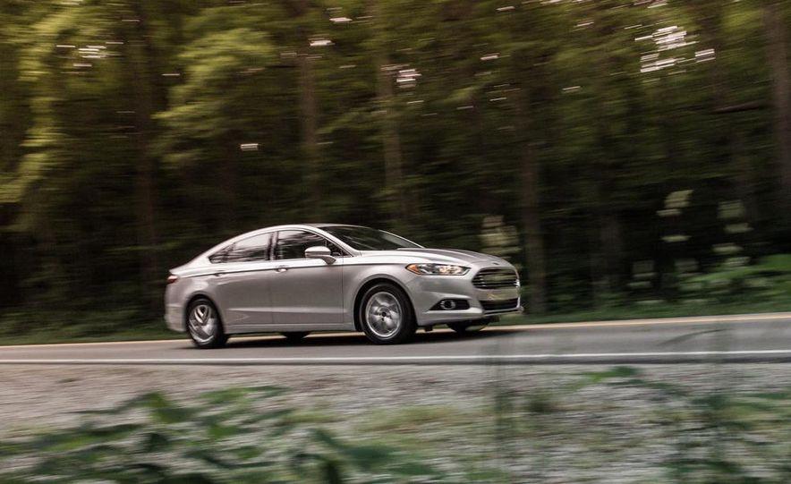 2013 Ford Fusion SE - Slide 3