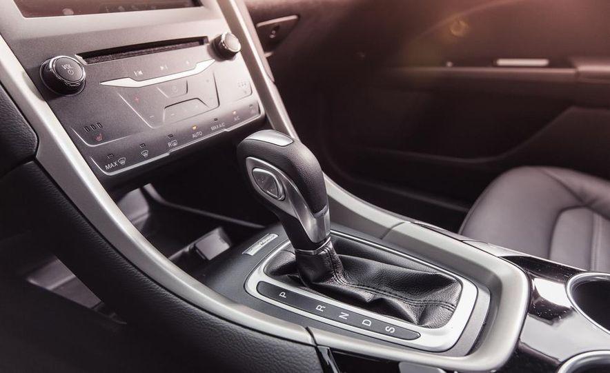 2013 Ford Fusion SE - Slide 26