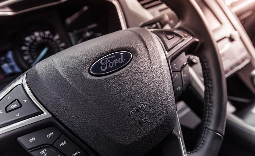 2013 Ford Fusion SE - Slide 21
