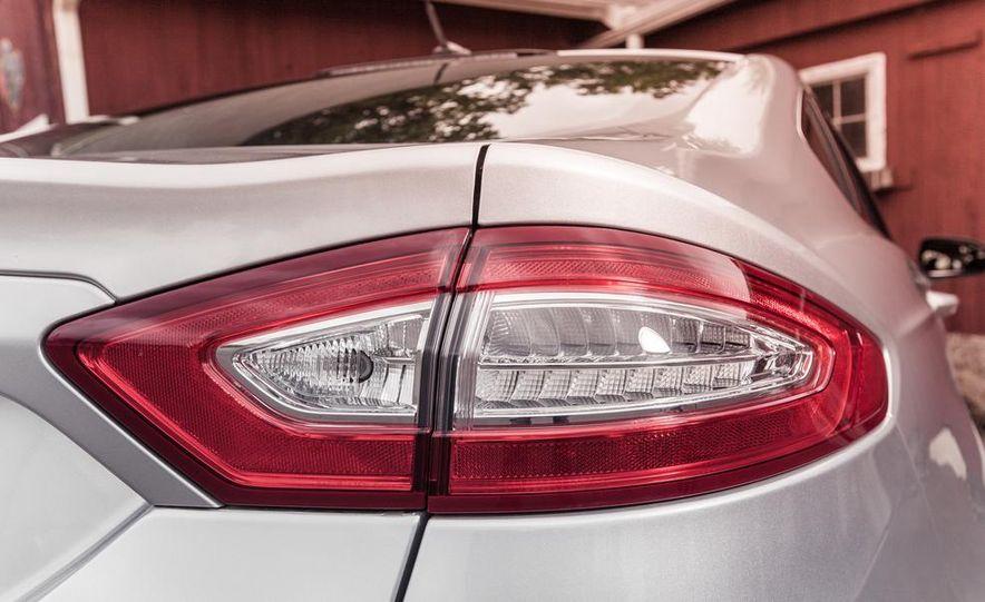 2013 Ford Fusion SE - Slide 15