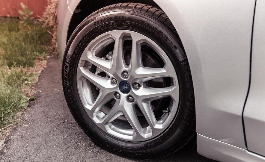 2013 Ford Fusion SE - Slide 13