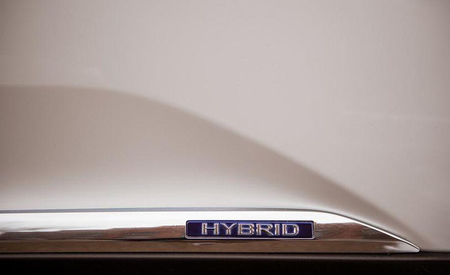 2013 Lexus RX450h - Slide 29