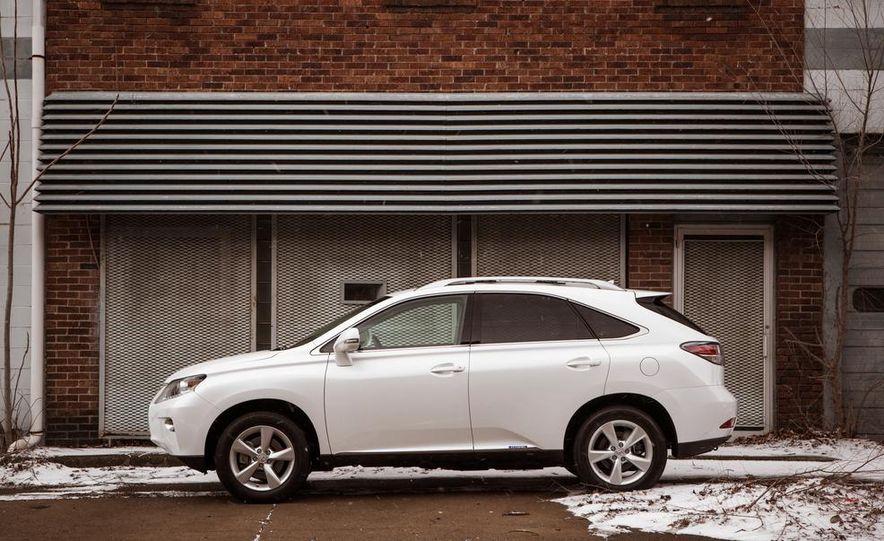 2013 Lexus RX450h - Slide 15