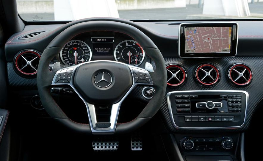 2014 Mercedes-Benz CLA45 AMG 4MATIC - Slide 39