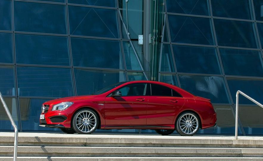 2014 Mercedes-Benz CLA45 AMG 4MATIC - Slide 7