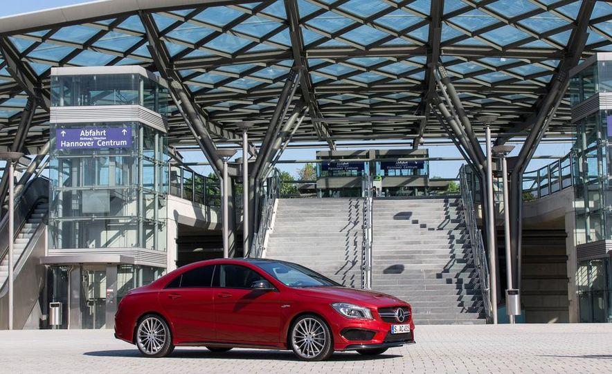 2014 Mercedes-Benz CLA45 AMG 4MATIC - Slide 11