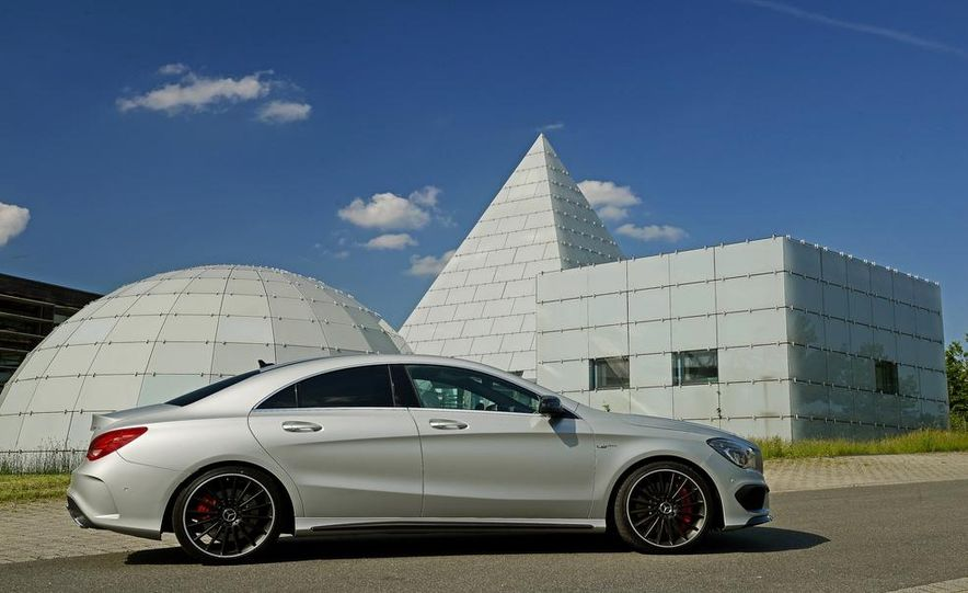 2014 Mercedes-Benz CLA45 AMG 4MATIC - Slide 32
