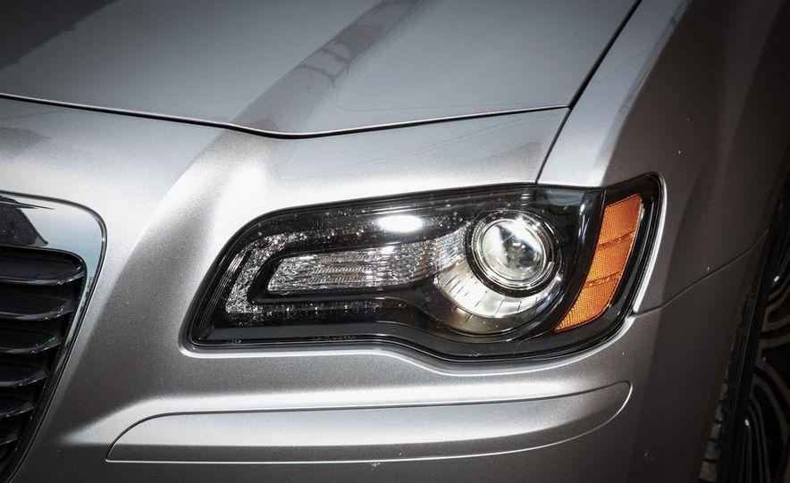 2013 Chrysler 300S - Slide 8