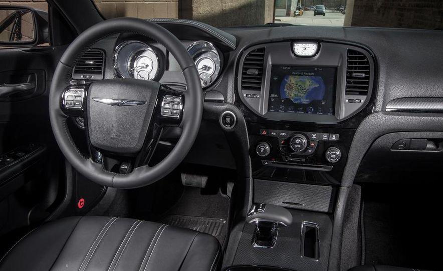 2013 Chrysler 300S - Slide 9