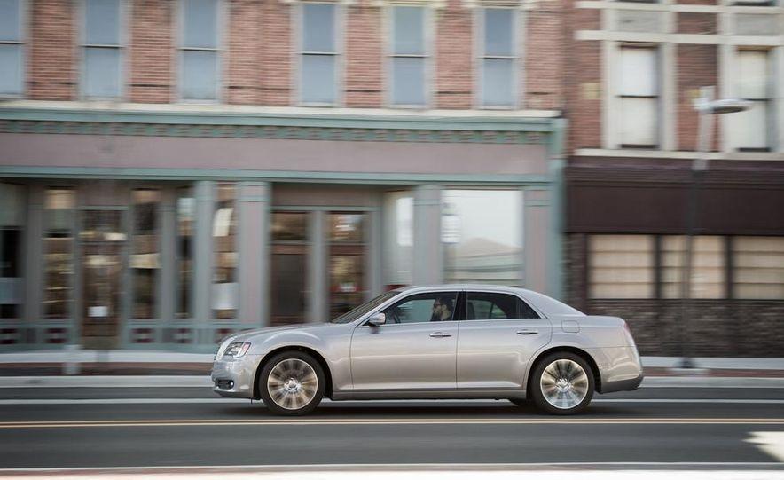2013 Chrysler 300S - Slide 3