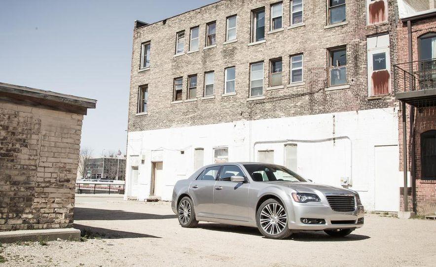2013 Chrysler 300S - Slide 6