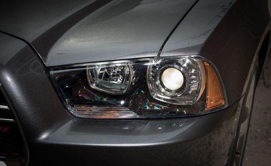 2013 Chrysler 300S - Slide 23