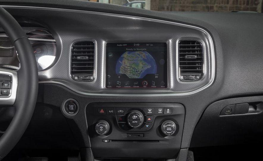 2013 Chrysler 300S - Slide 27