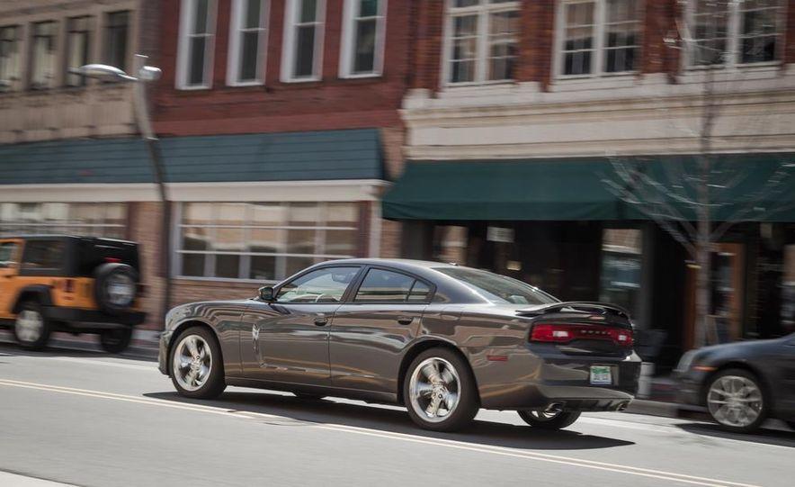 2013 Chrysler 300S - Slide 18