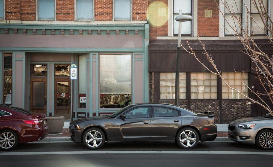 2013 Chrysler 300S - Slide 19