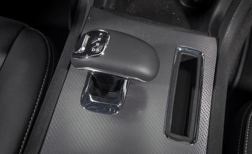 2013 Chrysler 300S - Slide 29
