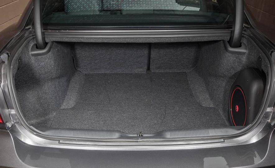 2013 Chrysler 300S - Slide 30