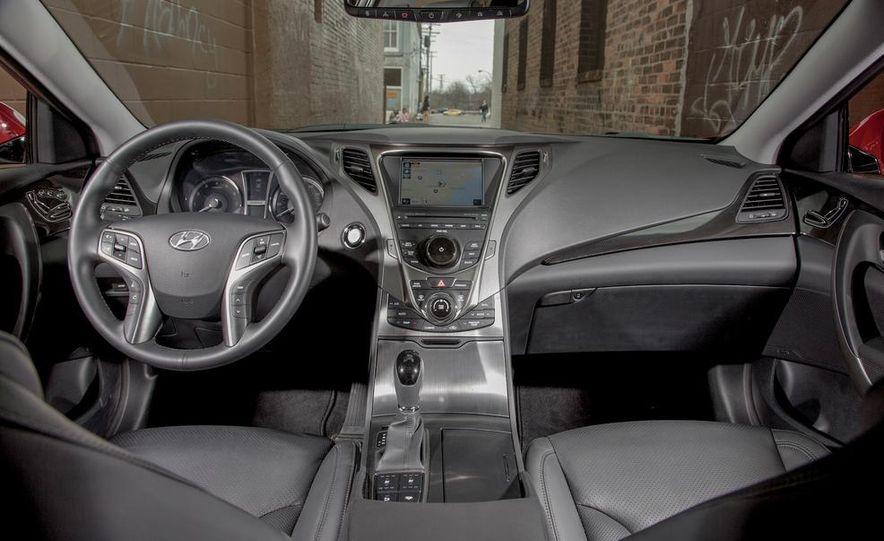 2013 Chrysler 300S - Slide 47