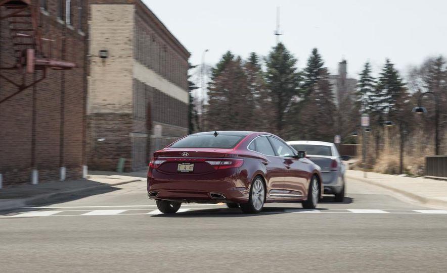 2013 Chrysler 300S - Slide 36