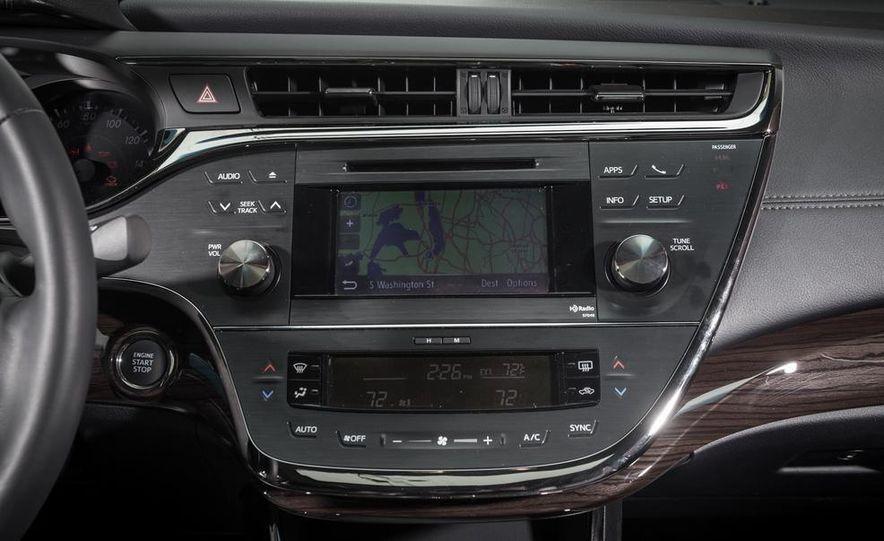 2013 Chrysler 300S - Slide 61