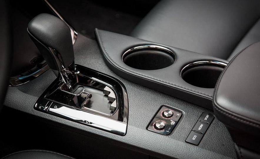 2013 Chrysler 300S - Slide 62