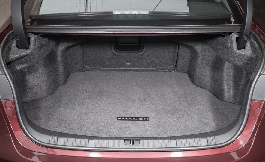 2013 Chrysler 300S - Slide 63
