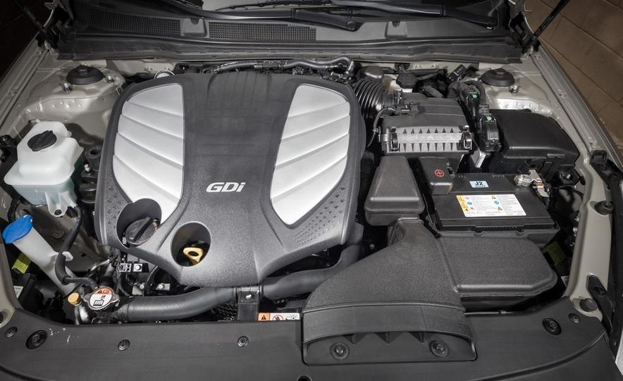 2013 Chrysler 300S - Slide 103