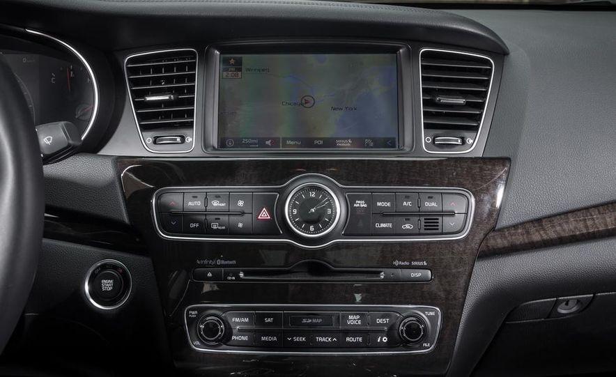 2013 Chrysler 300S - Slide 102