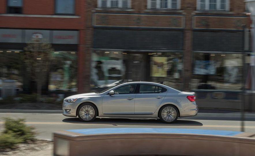 2013 Chrysler 300S - Slide 88