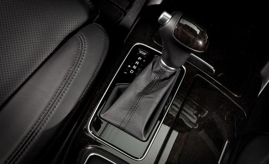 2013 Chrysler 300S - Slide 96