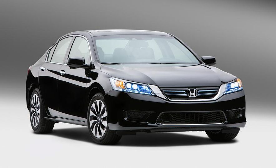 2014 Honda Accord hybrid - Slide 1