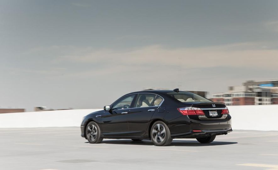 2014 Honda Accord hybrid - Slide 9