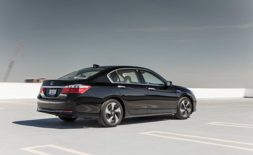 2014 Honda Accord hybrid - Slide 11