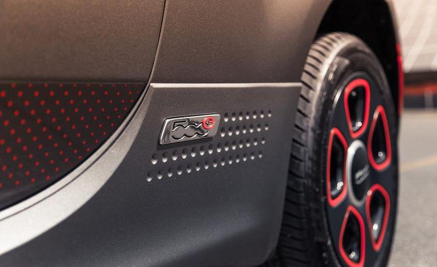 2013 Fiat 500e - Slide 15