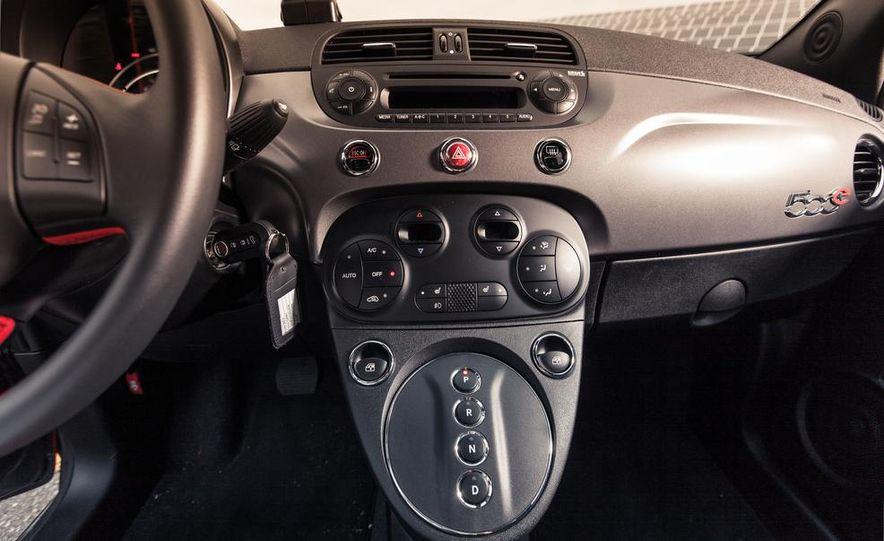 2013 Fiat 500e - Slide 23