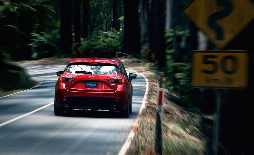 2014 Mazda 3 hatchback - Slide 4