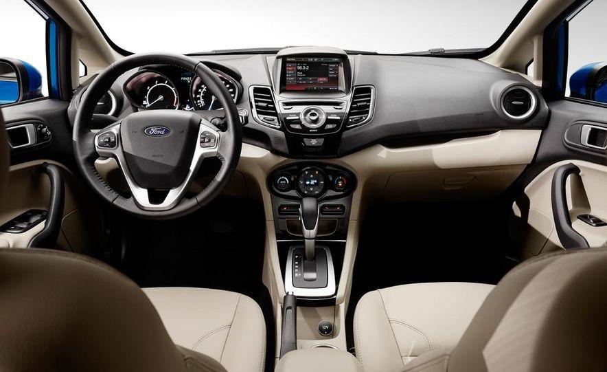 2014 Ford Fiesta Titanium 5-door - Slide 14